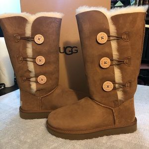 NEW Ugg Bailey Button Triplet Boots S9